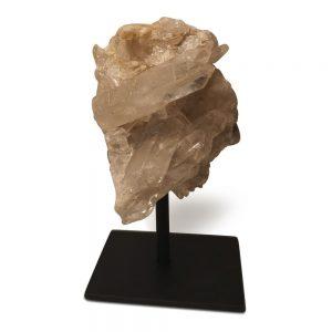 Bergkristal op metalen standaard.